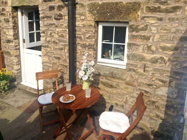 COBBLE COTTAGE, suoer king-size bed, woodburner, pet friendly, in Low Bentham, Ref. 20361 - Image 1 - High Bentham - rentals