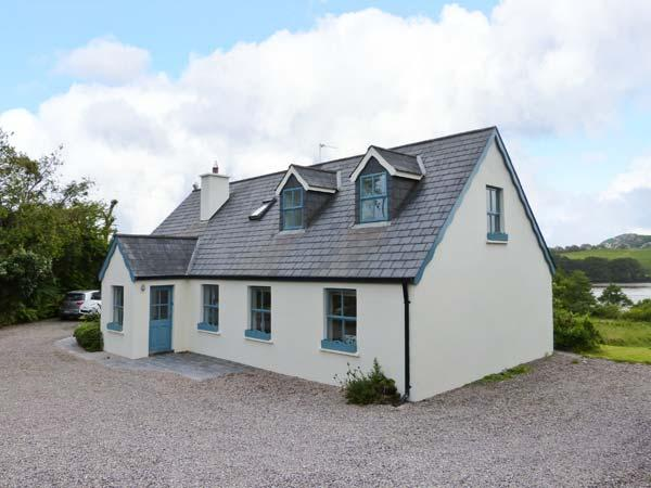 OLD COURT, detached cottage, en-suite, roll-top bath, multi-fuel stoves, superb accommodation, near Skibbereen, Ref 24446 - Image 1 - Skibbereen - rentals