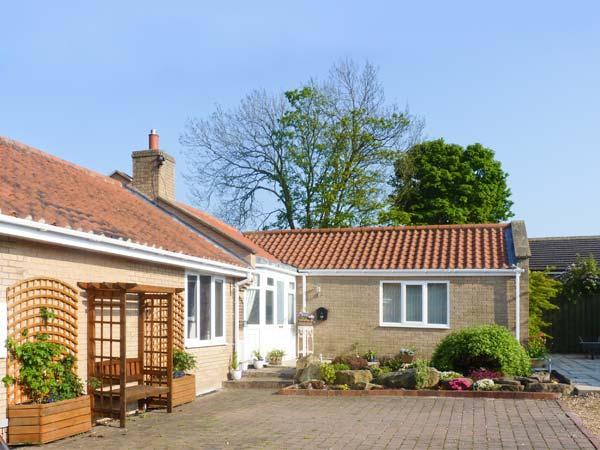 BEAL CROFT COTTAGE WiFi, pets welcome, en-suite, all ground floor, detached cottage in Warkworth, Ref. 27937 - Image 1 - Warkworth - rentals