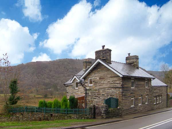 YR EFAIL (THE FORGE), semi-detached cottage, woodburner, pets welcome, enclosed, lawned and decked garden, near Llan Ffestiniog, Ref 28620. - Image 1 - Maentwrog - rentals