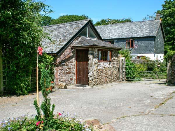 WILLOW COTTAGE, romantic retreat, outdoor pool, play room, in Whitstone, Ref. 29349 - Image 1 - Week St. Mary - rentals