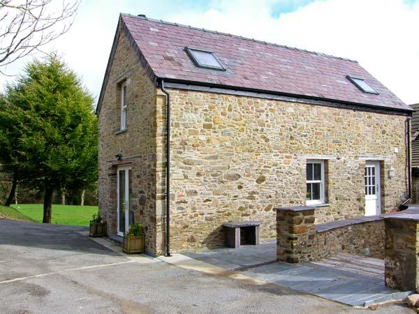 THE OLD CORN STORE, woodburner, WiFi, woodland walks from the door, wet room, detached cottage near Saint Clears, Ref. 29479 - Image 1 - Llangynin - rentals