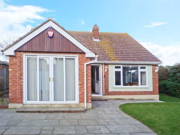 REDWOOD, detached, central location, off road parking, fully-enclosed garden, in Broadstairs, Ref 30068 - Image 1 - Broadstairs - rentals