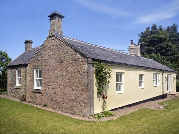 LAKE COTTAGE, single-storey cottage in lovely estate grounds, woodburner, en-suite, wonderful base, near Belford, Ref 903956 - Image 1 - Belford - rentals