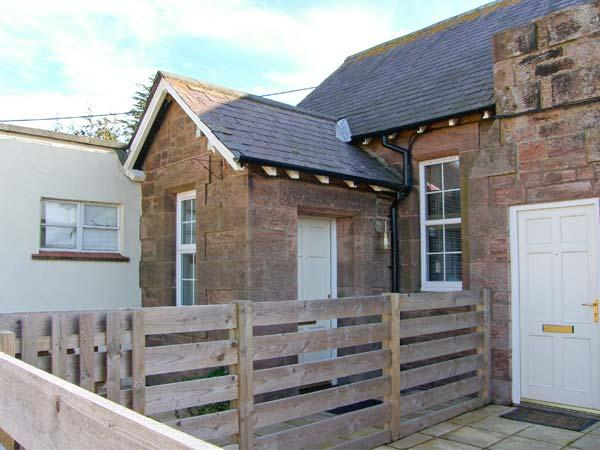 AIDAN APARTMENT, stone-built conversion, mezzanine bedroom, off road parking, patio, in Beal near Holy Island, Ref 904066 - Image 1 - Beal - rentals
