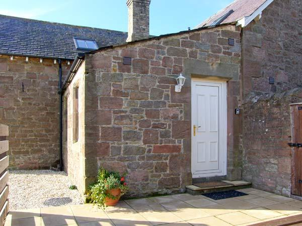 CUTHBERT'S COTTAGE, charming cottage, mezzanine bedroom, woodburner, patio, in Beal near Holy Island, Ref 904067 - Image 1 - Beal - rentals
