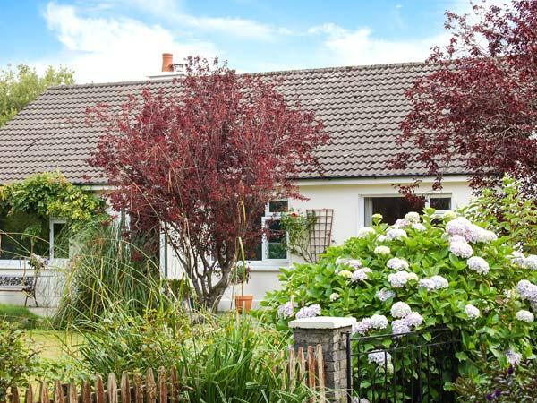 ROWANTREE, detached cottage, all ground floor, off road parking, garden, in Beaufort, Ref 904322 - Image 1 - Beaufort - rentals