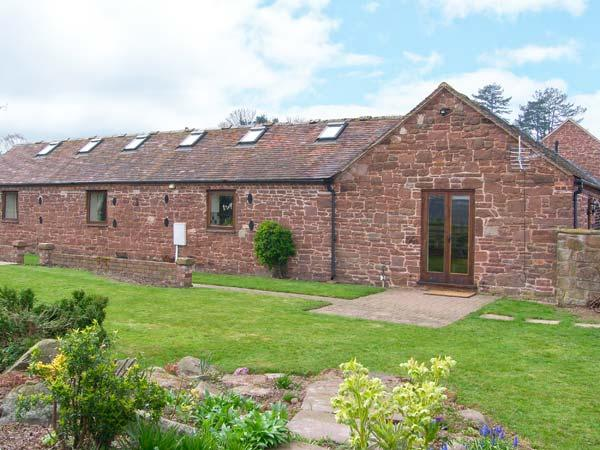 PARRS MEADOW COTTAGE, hot tub, character beams, zip/link bed, in Pitchford, Ref. 904464 - Image 1 - Wall-under-heywood - rentals