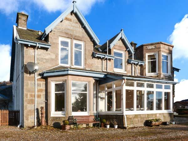 ALVEY HOUSE, superior Victorian-styled villa, open fire, off road parking, enclosed garden, in Newtonmore, Ref 904495 - Image 1 - Newtonmore - rentals