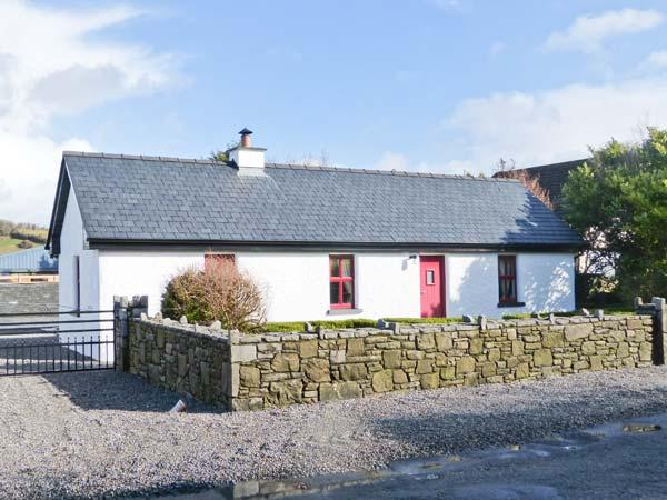 THE OLD POST OFFICE, single-storey cottage with multi-fuel stove, courtyard, close to Castlebar, Ref 904700 - Image 1 - Castlebar - rentals