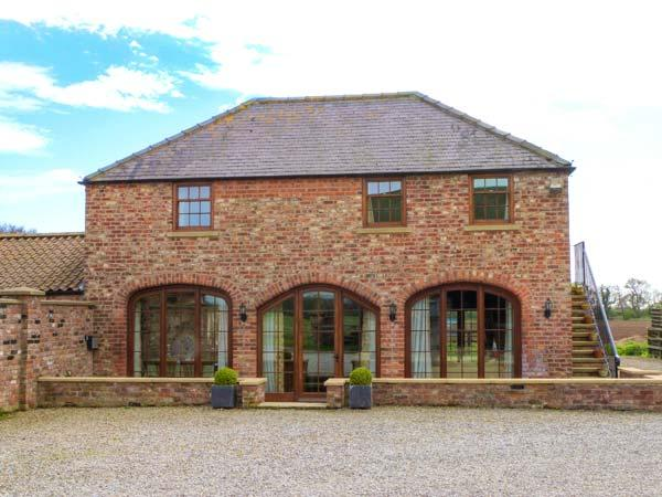 CASS LODGE, red brick barn conversion, character features, ample parking, within driving distance of York, near Easingwold, Ref 904989 - Image 1 - Crayke - rentals