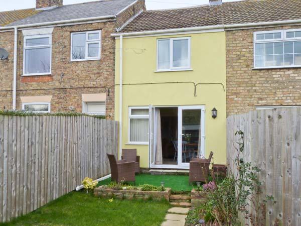 SOUTH VIEW COTTAGE, mid-terrace cottage, open plan living area, enclosed garden, in Patrington Haven, Ref 906432 - Image 1 - Patrington Haven - rentals