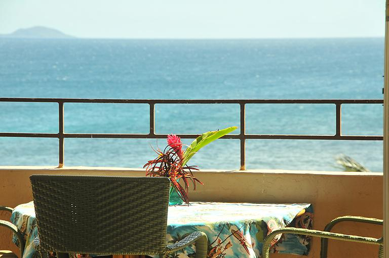 Vast ocean views from our top floor lanai - A Slice of Paradise in Oceanfront Condo (ISLAND SANDS) - Maalaea - rentals