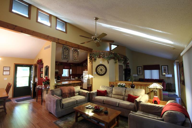 Stunning 3 Bedroom, 3 Full Bath - Stunning Home Away From Home. - Galena - rentals