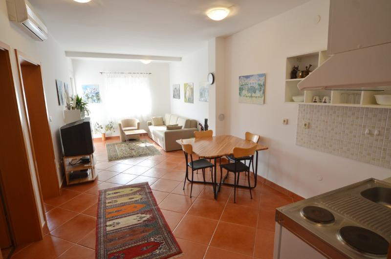 Apartment for 2-5 persons only 2 minutes from beach - Image 1 - Rovinj - rentals