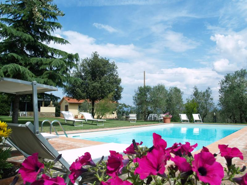 Tuscany family Apartment with shared pool freeWIFI - Image 1 - Civitella in Val di Chiana - rentals