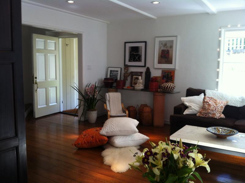 Living Room - View to Front Door - Stylish Urban Cottage in Rockridge - 3 Bed, 2 Bath - Oakland - rentals