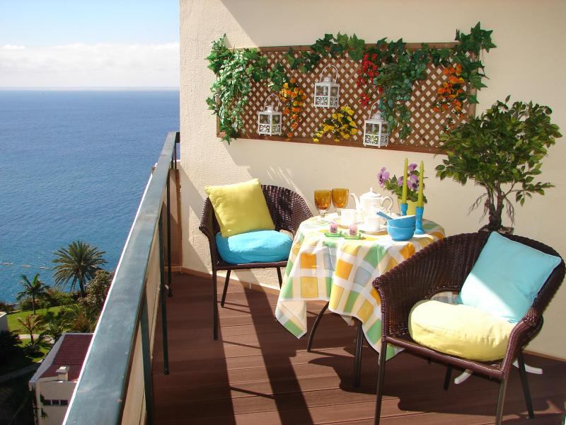 BRIGHT, COZY & ROMANTIC, by the beach, sea view, wifi - Image 1 - Funchal - rentals