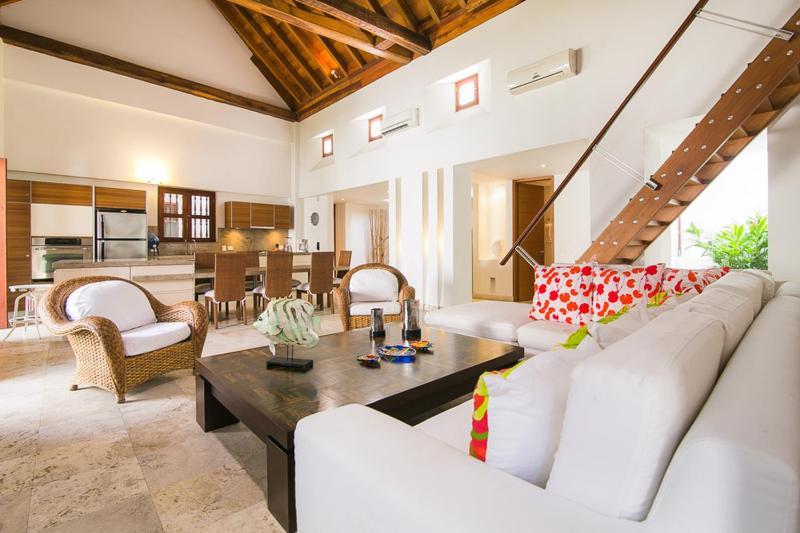 Spacious 3 Bedroom Apartment in Old Town - Image 1 - Cartagena - rentals