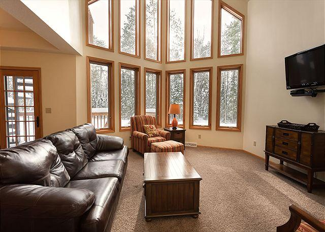 Living Room - The Copperwood Condominiums 3 Bedroom Private Vacation Rental Townhome - Eagle River - rentals