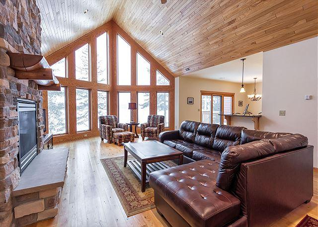 Living Room - The Copperwood Condominiums 3 Bedroom Private Vacation Rental Condominium - Eagle River - rentals