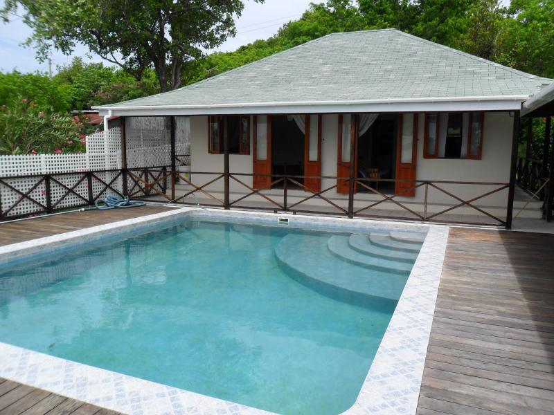 Self-contained 1-bed apartment with pool access - Image 1 - Bequia - rentals