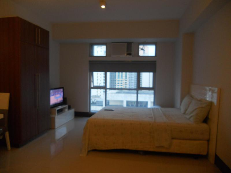 Walking Distance From Greenbelt - Image 1 - Makati - rentals