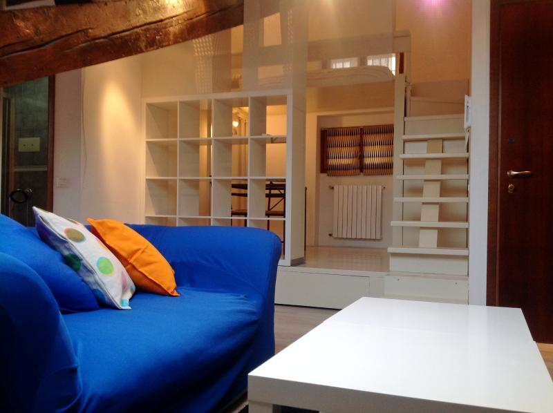 Living room and dining room/Soggiorno e sala da pranzo - Great view attic in the city center - Milan - rentals