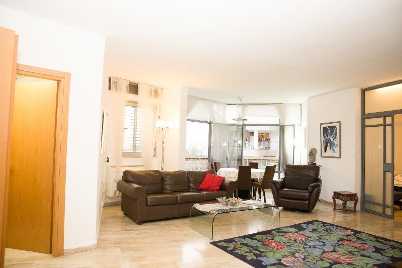 Raanana Nice 3 bedrooms & 3 bathrooms  comfortable - Image 1 - Ra'anana - rentals