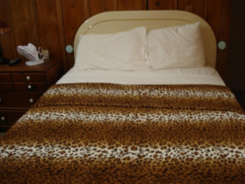 full size or double bed - Hollywood Comfy Cabin - Los Angeles - rentals