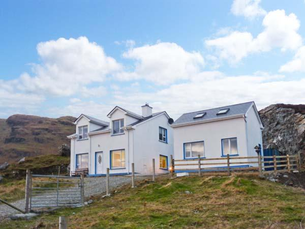 AN NEAD HOUSE, detached, open fires, views of Atlantic Ocean, off road parking, in Kilcar, Ref 20729 - Image 1 - Kilcar - rentals