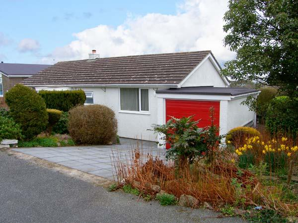 BAY VIEW, detached bungalow, sea views, enclosed patio, walks nearby, in Benllech, Ref 19734 - Image 1 - Benllech - rentals