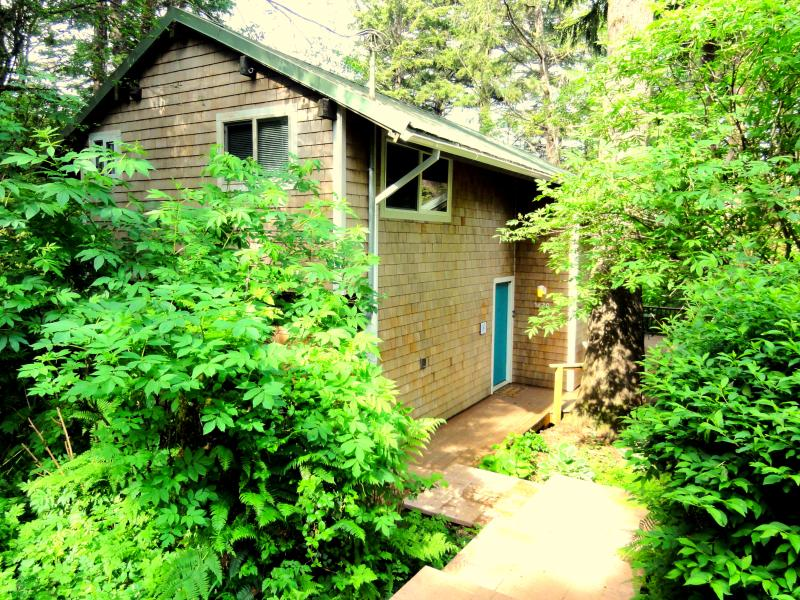 Private and Just 4 blocks from the beach!! - Image 1 - Cape Meares - rentals