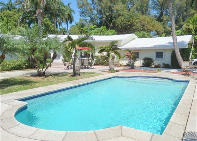 Graceful Hollywood Sanctuary 3/2 for 10 guests Heated Pool Huge Gated Corner - Image 1 - Hollywood - rentals