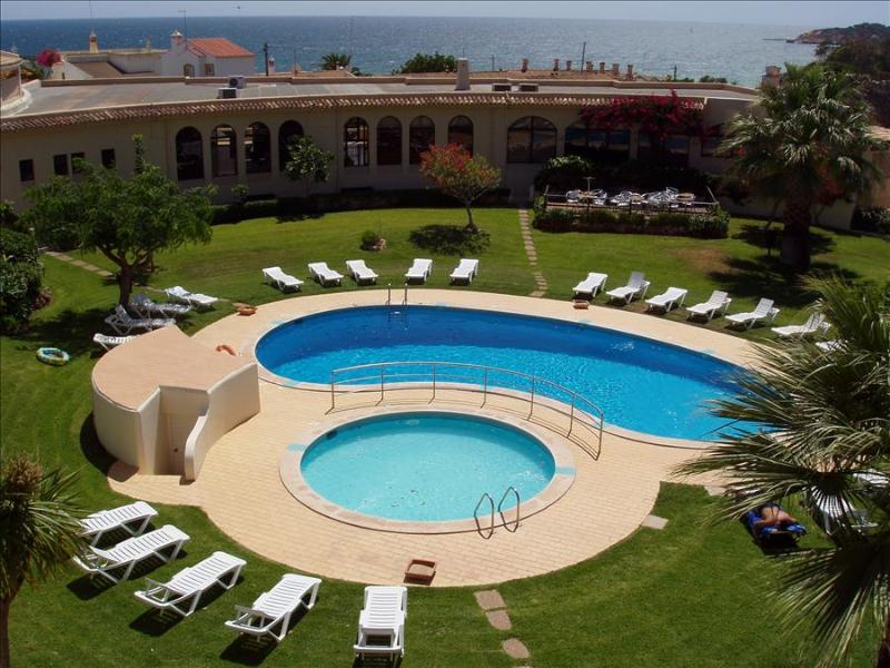 1 BEDROOM APARTMENT FOR 2 IN A BEACHFRONT 3 STAR RESORT, WITH POOL AND FREE WI-FI IN OLHOS D'AGUA, A - Image 1 - Olhos de Agua - rentals