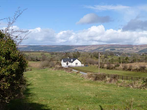 KNOCKMORE LODGE, quality property with en-suites, multi-fuel stoves, courtyard, views, near Boyle, Ref 17801 - Image 1 - Boyle - rentals
