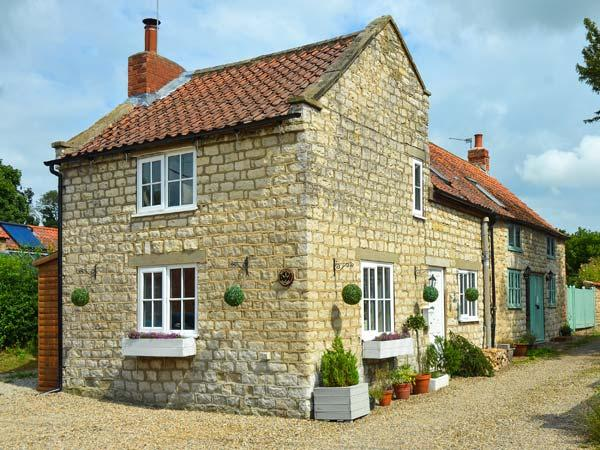 GREAT HABTON COTTAGE, pet-friendly, WiFi, great touring location, period cottage near Malton, Ref. 906435 - Image 1 - Malton - rentals