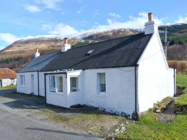 ACHNAFALNICH, pet-friendly single-storey detached cottage with open fire, Dalmally Ref 906860 - Image 1 - Dalmally - rentals