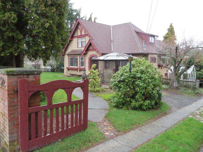 nice older home - Great place close to the ocean - Nanaimo - rentals