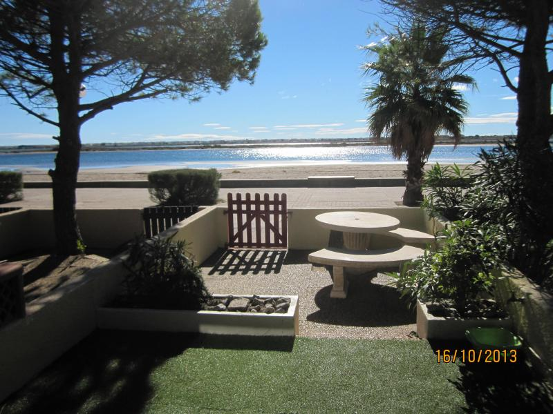 Looking out on to the terrace - Beach house facing the sea GRUISSAN South France - Gruissan - rentals