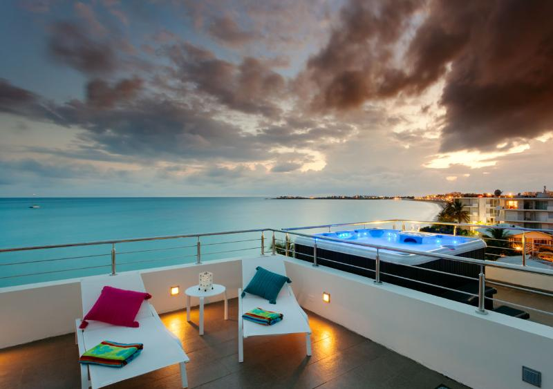 Enjoying the private terrace. The perfect party place! - Beachfront Penthouse in Simpson Bay, St. Maarten - Simpson Bay - rentals