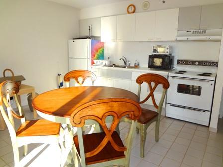 full kitchen - Beautiful Oceanview 1BR Apt one block from Waikiki beach - Honolulu - rentals