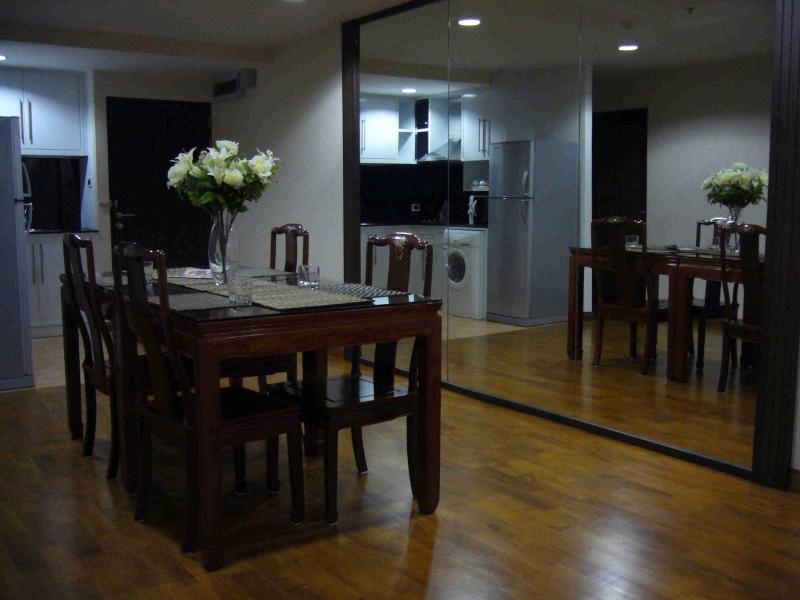 Dining area - Pabhada-Nice condo near the BTS skytrain - Bangkok - rentals