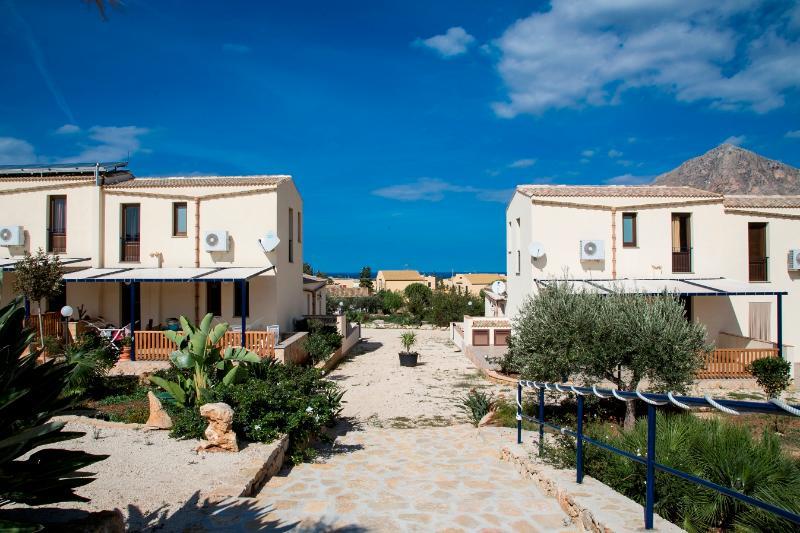 The entrance of the Baglio - BAGLIO DEL SOLE: Elegant villa between sea and nature - Custonaci - rentals