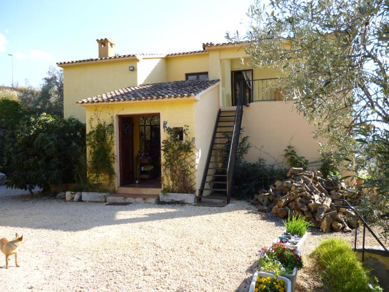 front of house - self contained apartment in private villa,own grounds and pool - Cala Finestrat - rentals