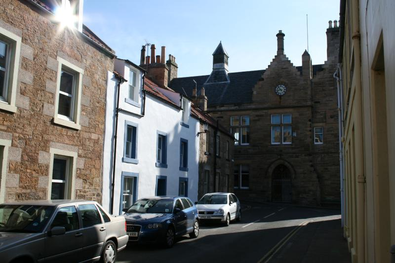 House yards from the sea - Golfing breaks - generous space for 10 guests. - Anstruther - rentals