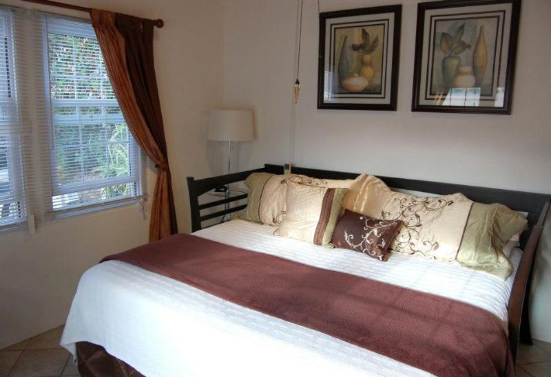 Cozy king-size bed - Studio Cottage Near John Smith's Bay Beach - Smith's - rentals