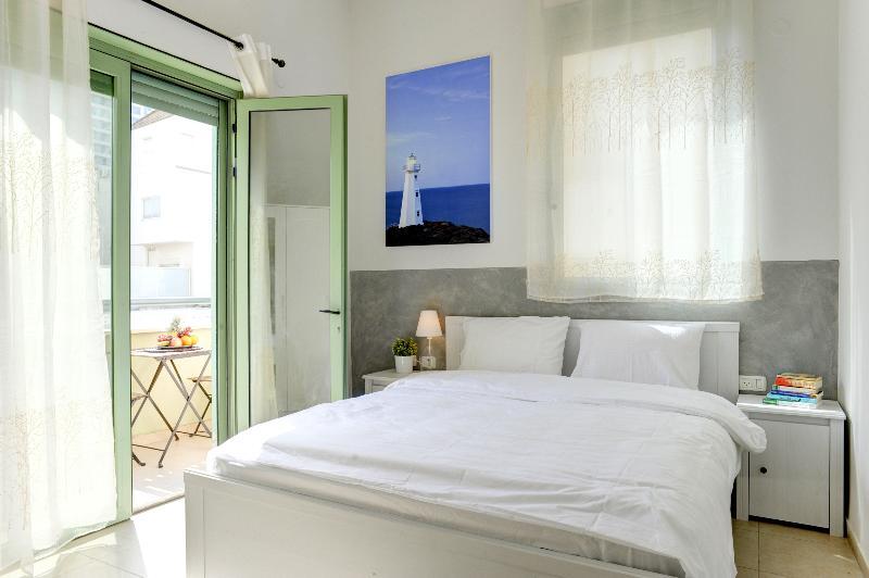 #1 Bedroom - double bed & sea-view balcony. - Sunny & Luxury - Sea view apartment! - Tel Aviv - rentals