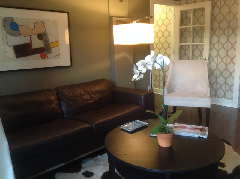 Eclectic Style with Modern Pizzazz - Image 1 - Glendale - rentals