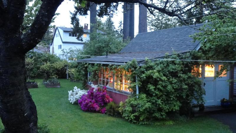 Cosy summer evening - Cosy Cottage - Duncan - rentals